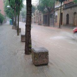 La pluja ha dificultat la circulació dels vehicles // Jordi Costa