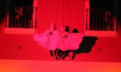 Diables penjant de la façana de l'Ajuntament // Jose Polo