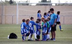 Els jugadors escoltant al coordinador, Alberto Bayod Vargas, a l'inici del partit // Jose Polo