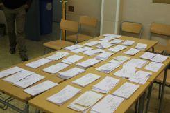 Piles de vots d'una sala de l'IES Lluís de Requesens// Elisenda Colell
