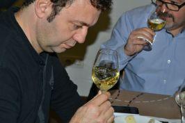 Una trentena de persones van assistir al maridatge de vins amb formatge // Elisenda Colell