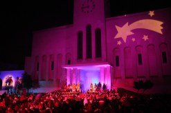 A l'església es va fer l'acte de benvinguda als reis // Jordi Julià