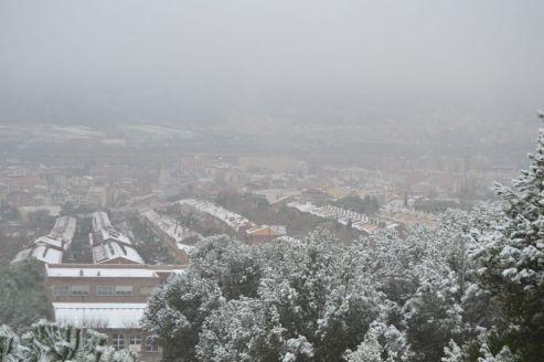 L'escola Virolai i el Barri Bonavista-El Mas, emblanquinats aquest matí // Elisenda Colell