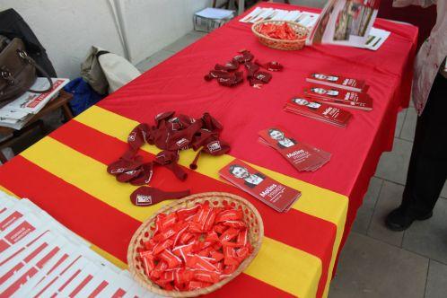 Globus, punts de llibre i caramels a la parada del PSC Molins de Rei // Jose Polo