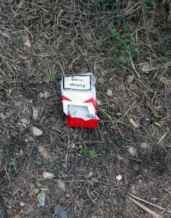 Paquet de tabac en el camí dels aiguamolls // Jose Polo