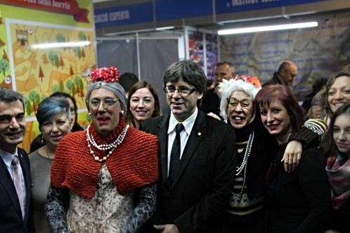 Puigdemont durant la visita que ha fet a la Mostra d'Entitats // Marc Pidelaserra
