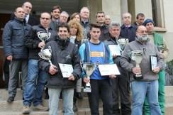 Foto de família dels guanyadors del concurs de planter amb les autoritats // David Guerrero