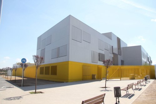 L'edifici del nou institut Lluís de Requesens // Jordi Julià