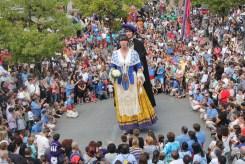 """Els Gegants Nous de Molins de Rei ballant el seu """"Pasdoble"""" // Jordi Julià"""