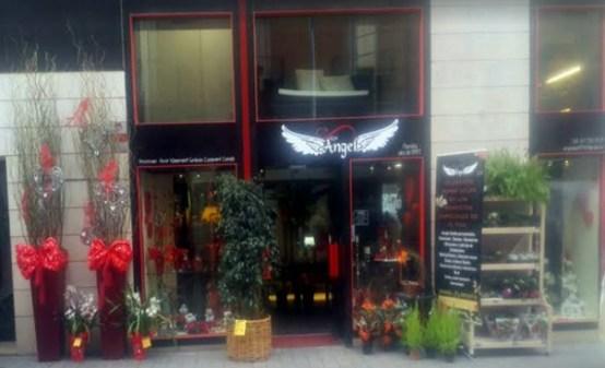 La botiga es troba al carrer Major de Molins de Rei // Ángel Florista