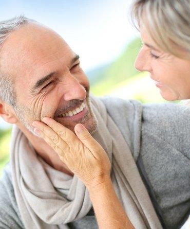 Cómo enamorar a un hombre mayor de 50 años