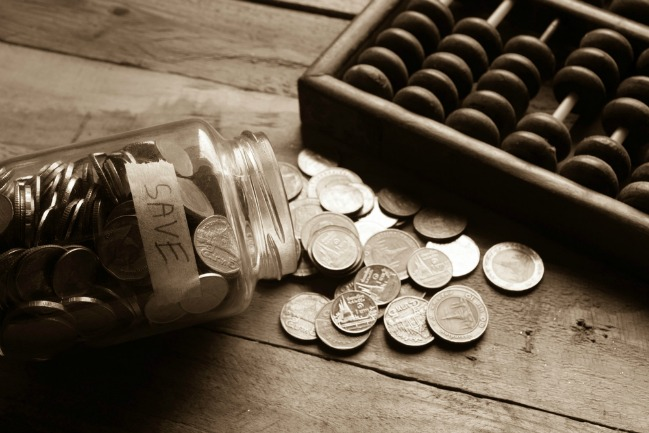 10 Tips to cut back on expenses