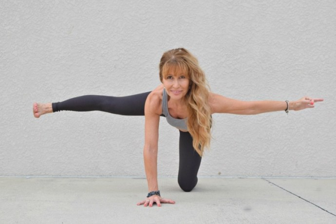 4 Yoga poses to strengthen your core and improve your