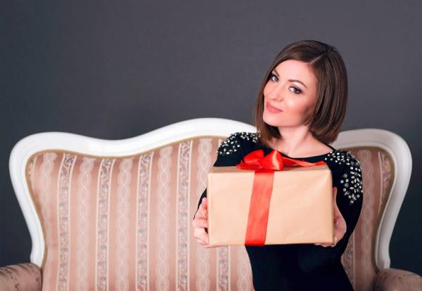 Giving a gift to a woman who turns 50 isn´t easy, but we made it simple for you. Here are six unique presents for a 50th birthday.