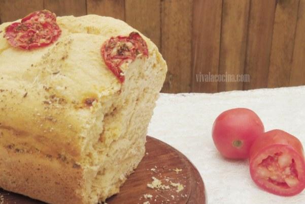 Pan de Tomate casero, listo para comer