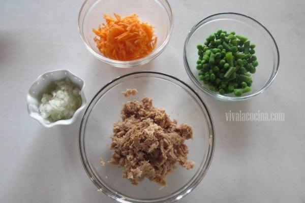 Ingredientes para el relleno del Chile: Cebolla, zanahoria, atún y ejotes