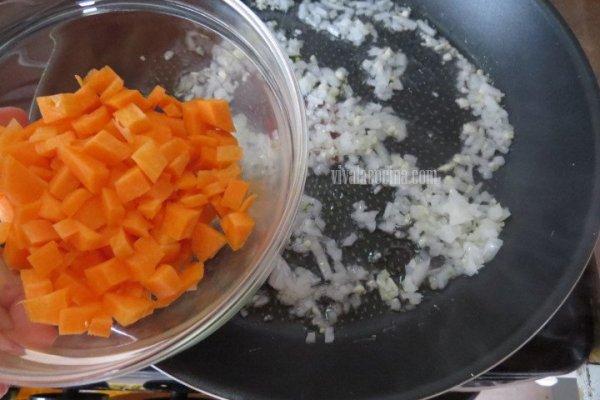 Añadir las Zanahorias para el Calzone de Carne