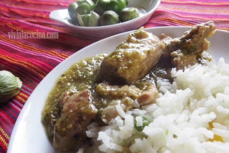 Carne de Cerdo con salsa verde y acompañamiento de arroz blanco