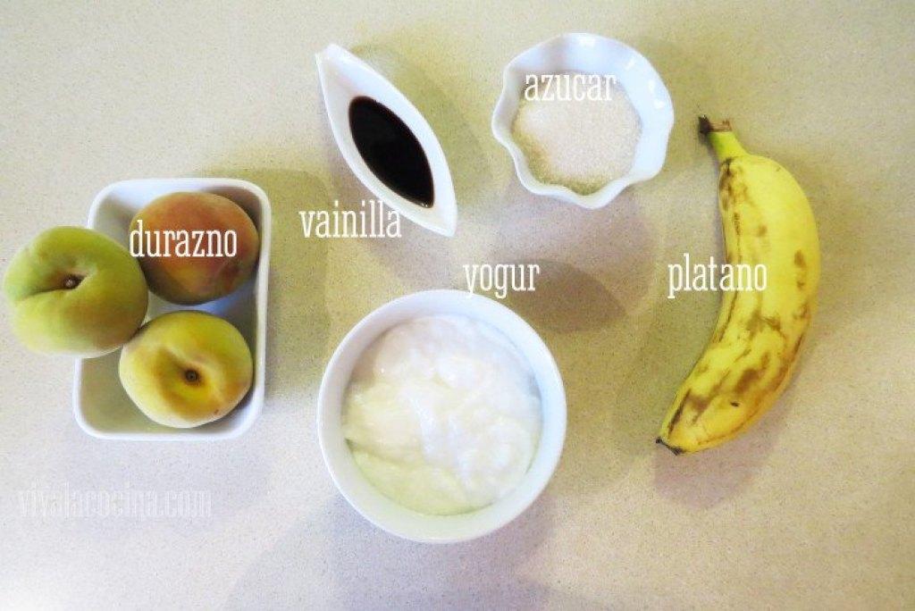 Ingredientes de las paletas heladas de yogur y durazno