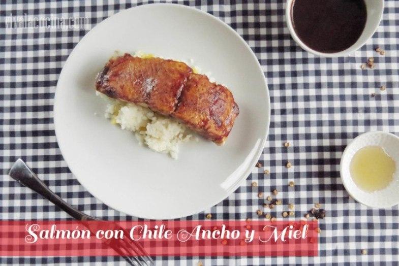 Salmón con Glaseado de Miel y Chile Ancho