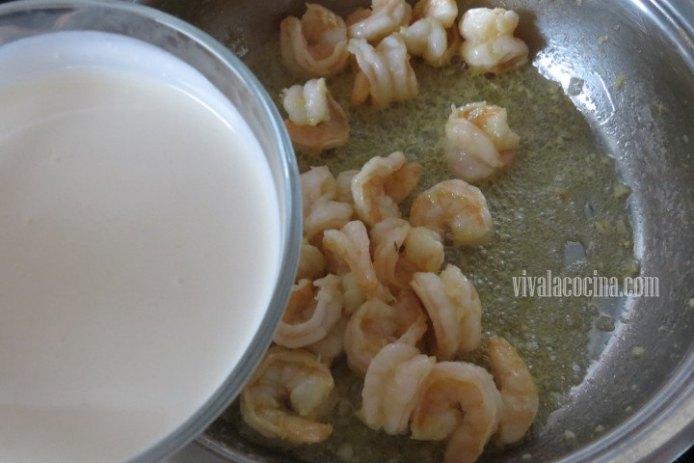 Agregar la Crema para Espagueti con Camarones