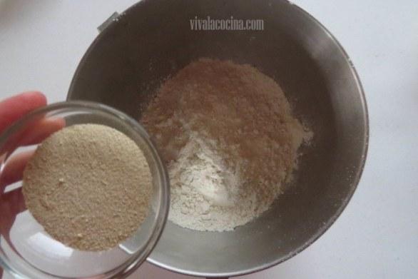 Añadir Levadura para hacer la masa de la brioche