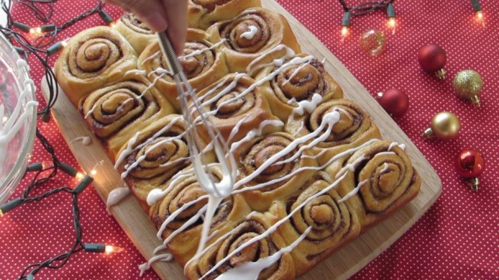 Cómo glasear los cinnamon rolls
