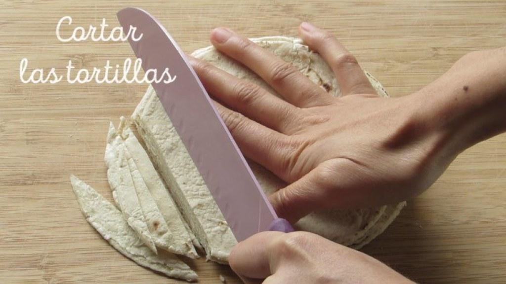 Cómo cortar Tortillas para hacer la sopa