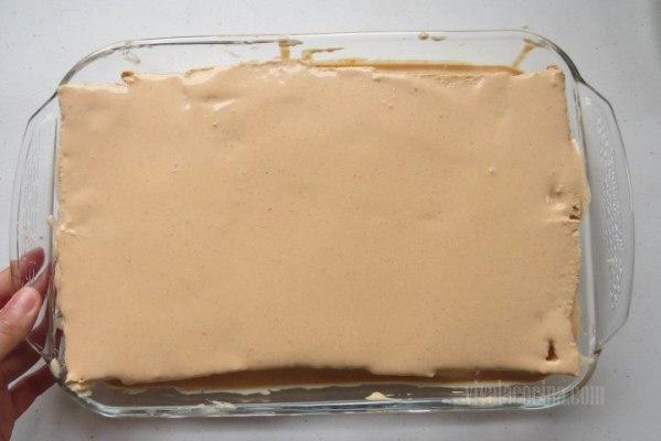 Cubrir el Molde para hacer el pastel de atun