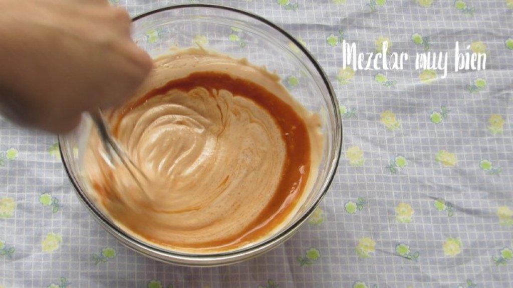 Cómo mezclar la mayonesa con el ketchup