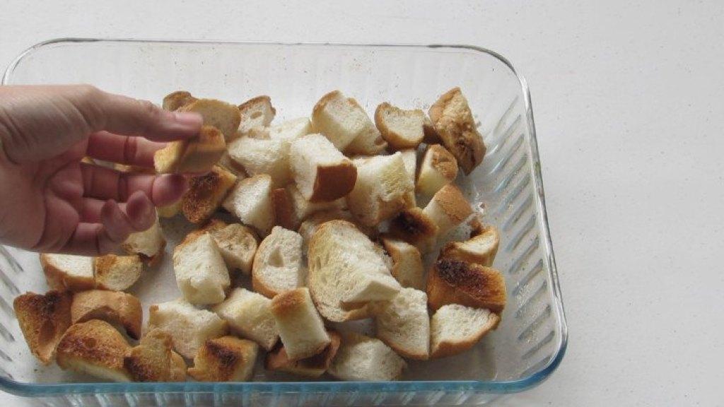 Cómo tostar el pan para hacer el pudin de pan