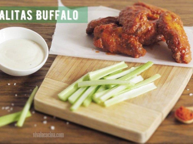 Alitas de pollo con salsa Buffalo o buffalo wings
