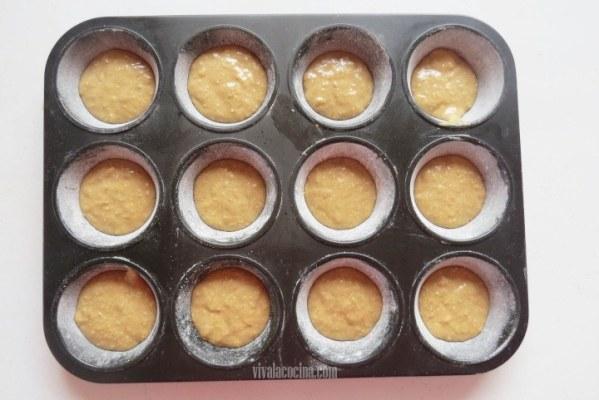 Agregar la mezcla para hacer muffins