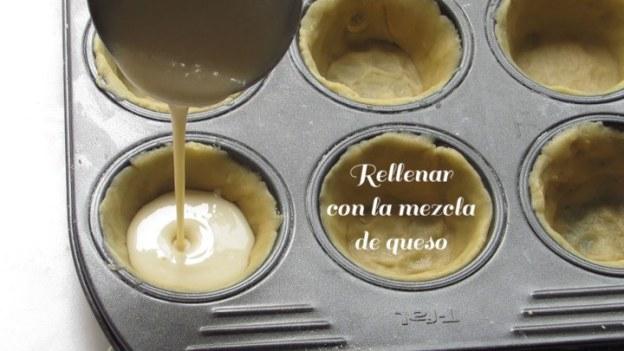Rellenar los moldes con la mezcla de queso