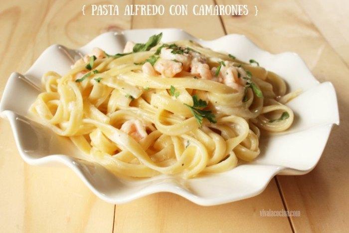 pasta en salsa alfredo con camarones y gambas
