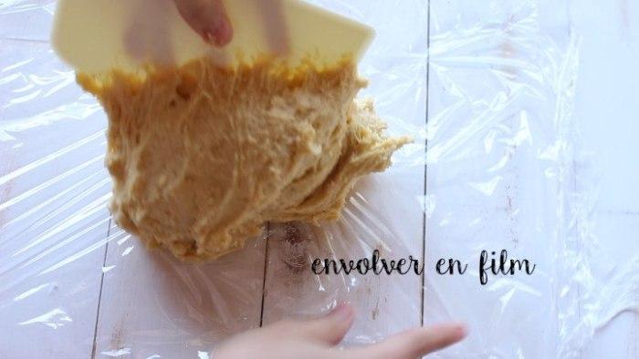 refrigerar la masa para preparar bisquets caseros