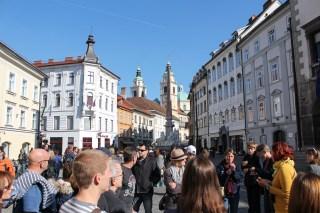 Ein Guide von United Europe Free Tours führt uns durch Ljubljana.