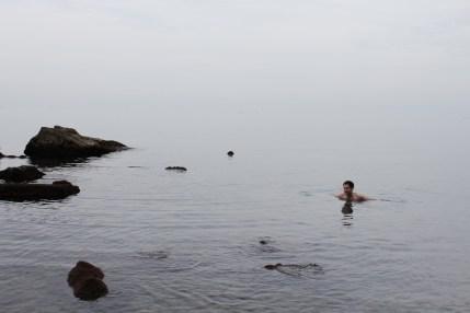 Der Beweis: entgegen allen Prophezeiungen war ich im Meer schwimmen!