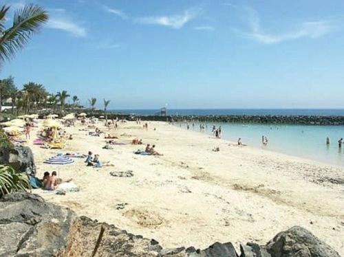 Resultado de imagen de playa blanca lanzarote