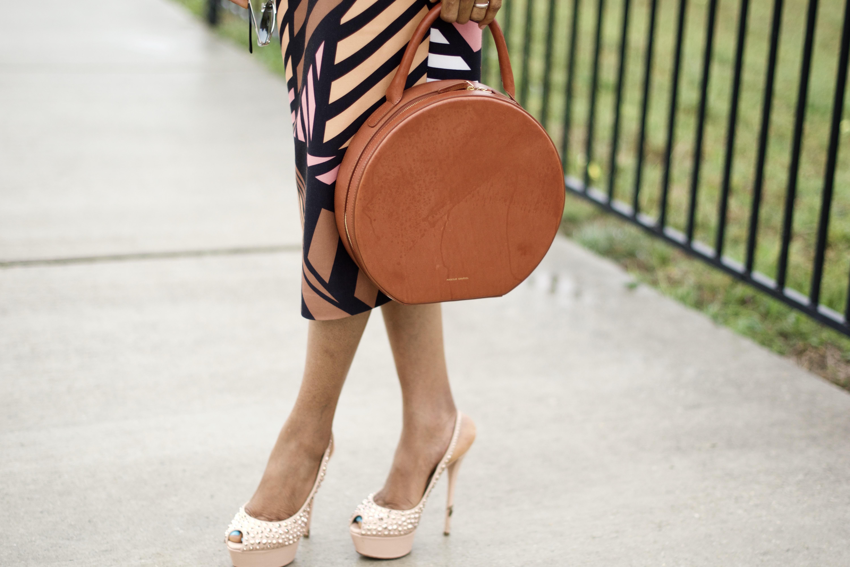 Geometric pattern Midi Dress + Circle handbag Posted by Vivellefashion