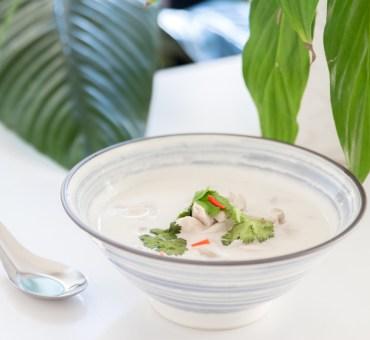 Tom kha gai, aprenda a faze esta deliciosa sopa tailandesa