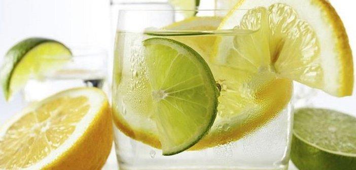 Acqua e limone al mattino - Bere un bicchiere d'acqua calda e limone la mattina fa bene? Scopriamo perché!