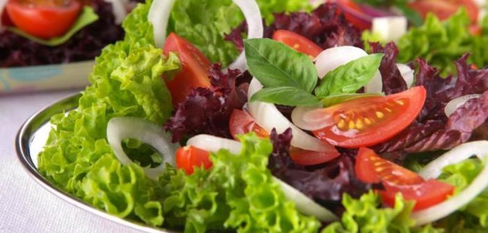 Colesterolo alto: cause, rimedi naturali, cosa mangiare, alimenti da evitare, consigli e dieta anticolesterolo. Scopri cosa fare per abbassare il colesterolo, le cause, cosa mangiare, i cibi da evitare ed un esempio di dieta per ridurre il colesterolo.