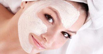 Maschera per il viso contro brufoli e punti neri fatta in casa. Scopri come preparare una maschera viso contro i punti neri e brufoli fai da te con ingredienti naturali.