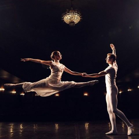 Importante-casa-de-moda-de-París-ofrece-clases-gratuitas-de-ballet-clásico 13/05/20