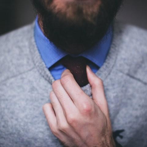 Entérate-Bigote-barba-corbatas-y-joyería-prohibidas-para-el-regreso-a-oficinas 19/05/20