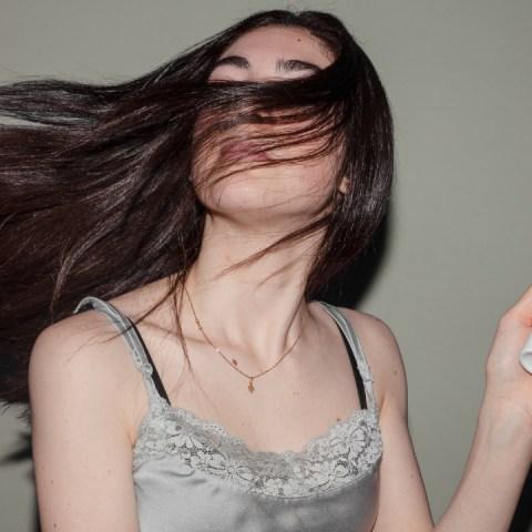 Haz una mascarilla tipo 'keratina' con ingredientes de tu cocina para un cabello hermoso
