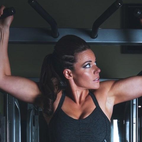 La dominadas son un gran ejercicio para ganar fuerza y bajar de peso
