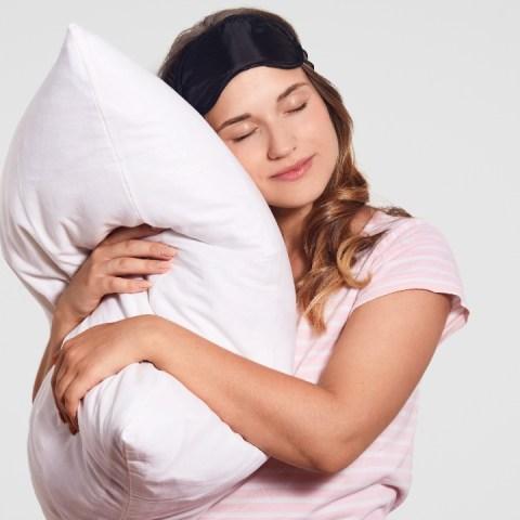 cómo esponjar almohadas