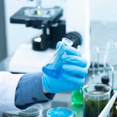 comida contaminada de covid-19 puede contagiar a las personas